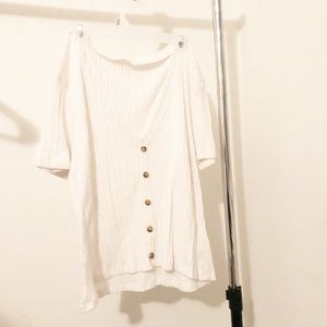 WHITE RIBBED BUTTON TOP
